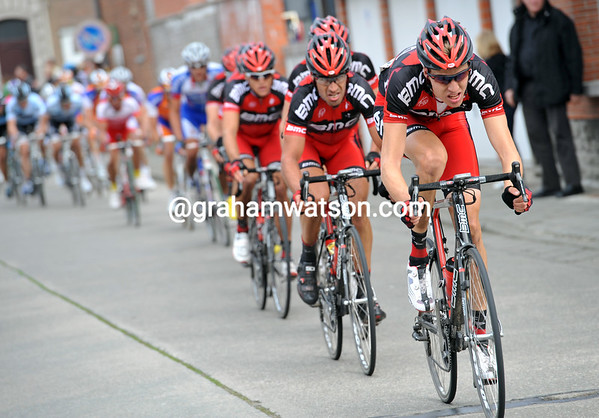 BMC are forced to chase now - and they're the only team chasing..!