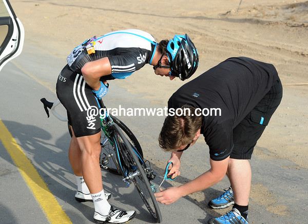 The bag is too tangled up - Downing and his mechanic stop to cut it loose with scissors...