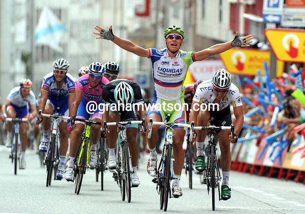 Peter Sagan wins into Pontevedra on a finish-straight so similar to what is expected in the coming World Championships...