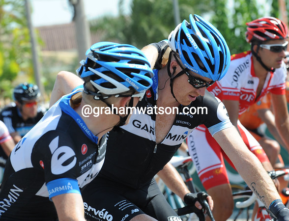 Talansky applies the ice to Tyler Farrar's hot neck...