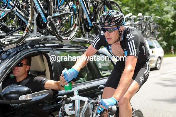 Ian Stannard goes about his water-fetching duties in the midday heat - and today it is hot..!