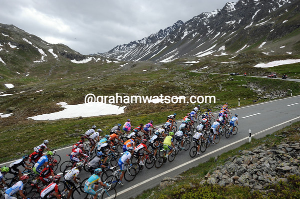 The peloton appraoches ther summit knowing the Fluelapass is the last mountain of this Tour de Suisse - yipee..!
