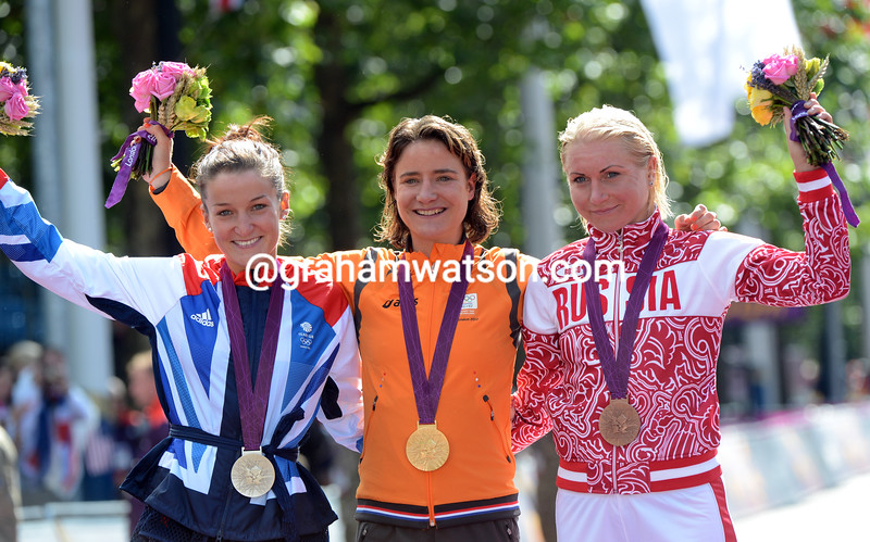 The sun comes out as Marianne Vos celebrates with Lizzie Armitstead and Olga Zabalinskaya