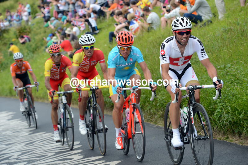 Michele Albasini and Alexandre Vinokourov make another counter-attack with Spain's Sanchez and Valverde