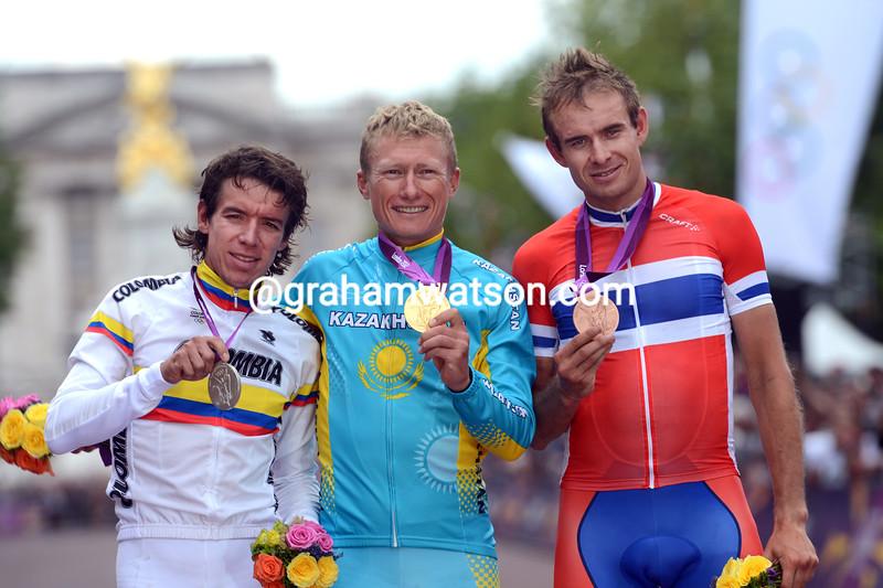 Alexandre Vinokourov poses with Rigoberto Uran and Alexander Kristoff in London