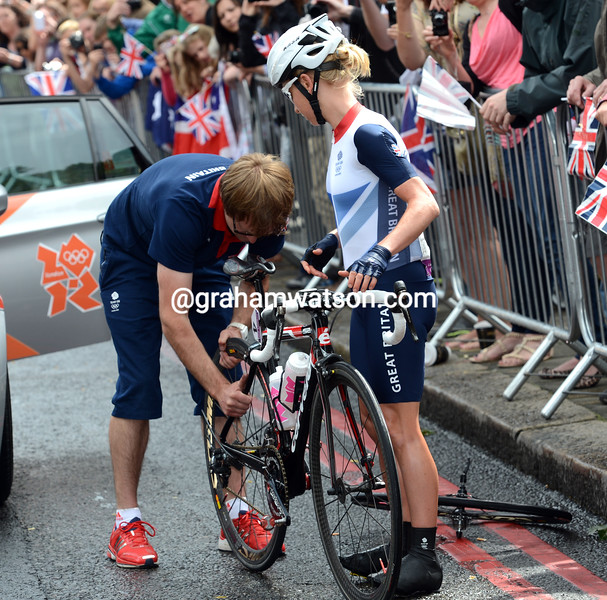 Emma Pooley changes a wheel in the streets of west London