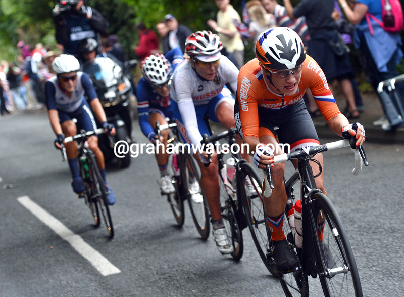 Vos has attacked again and leads a quartet as the race heads back towards London