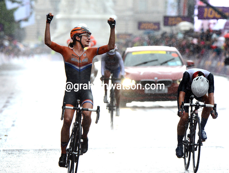 Marianne Vos beats Lizzie Armitstead to win the Womens Olympic Road Race