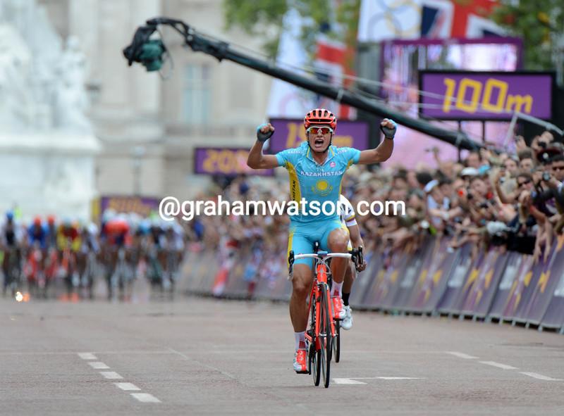 Alexander Vinokourov has attacked trhe escape in the last kilometres, taking Rigoberto Uran with him