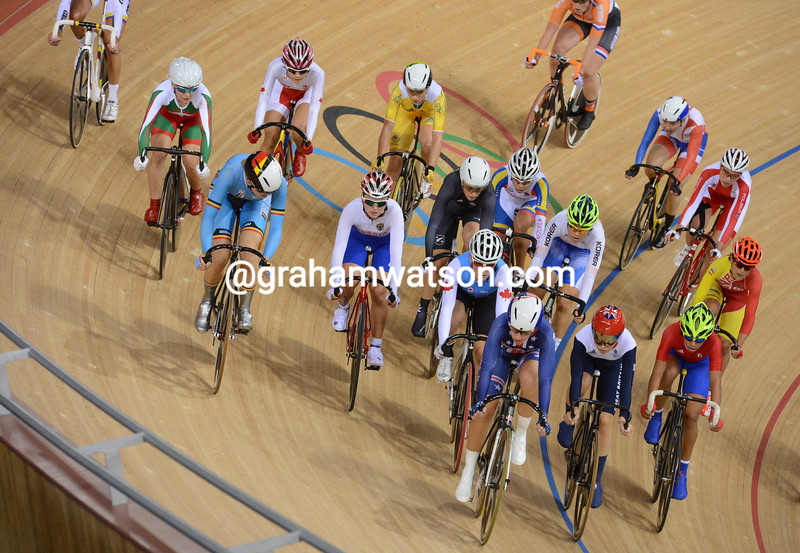 Sarah Hammer leads Trott and Whitten in the elimination race in the Omnium