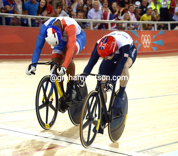 Jason Kenny beats Gregory Baugé in the first round of the sprint final