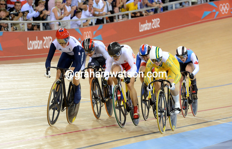 Meares is left behind as Victoria Pendleton swoops into the lead on the final lap