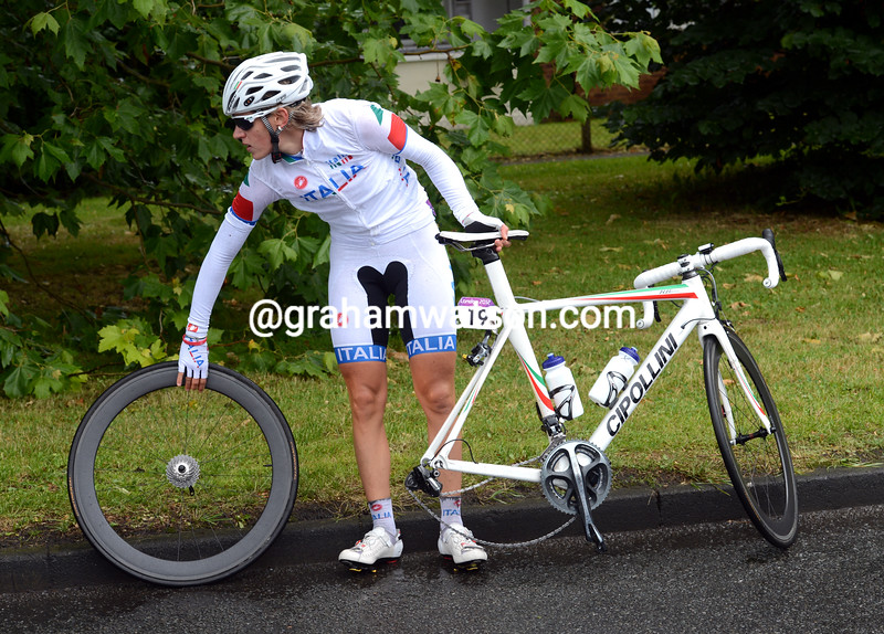 Noemi Cantele changes a wheel in the Surrey lanes