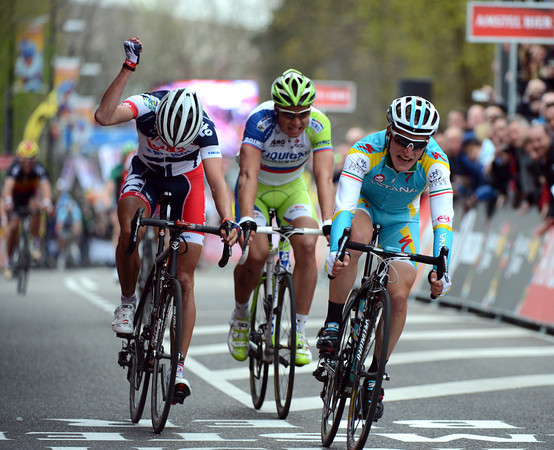 Enrico Gasparotto beats Sagan and Vanendert to win the Amstel Gold Race..!