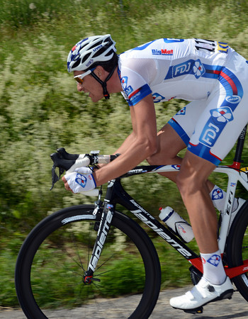 Anthony Roux is the man chasing - can FDJ pull this one off..?