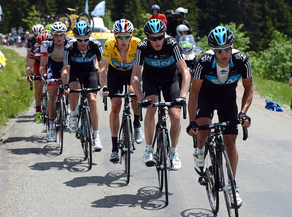 It's now Richie Porte leading Sky and Wiggins, what a formidable team they are..!