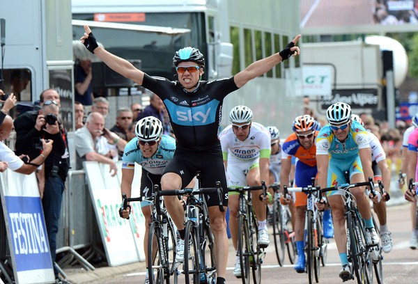 After a rare day when they've done no work, Sky's Edvald Boasson Hagen wins stage three into La Clayette..!