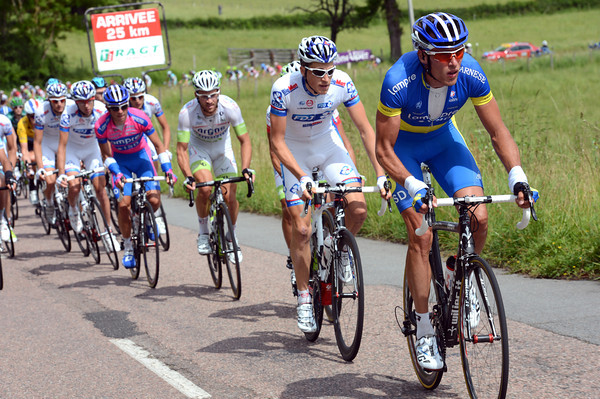 Alexandr Kvachuk has started to chase for Lampre with exactly 25-kilometres to go...