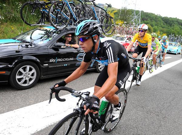 It's not raining though, so Richie Porte brings Wiggins back into the peloton...