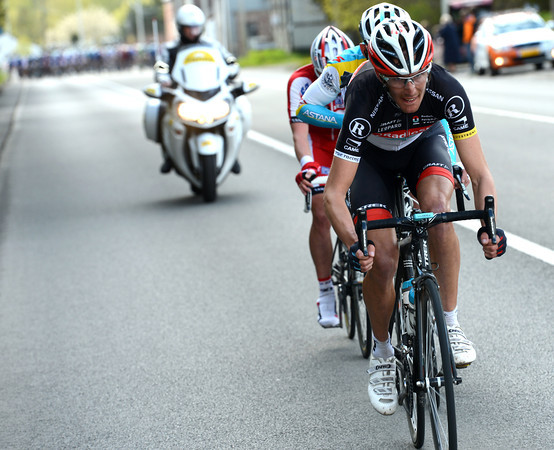 Schleck now leads a trio towards Huy - except that no-one wants to help Schleck...