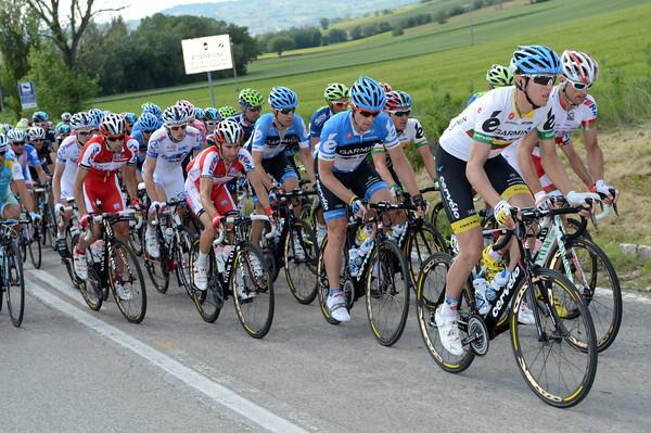Navardauskas and Garmin start to chase Clement down with 25-kilometres left...