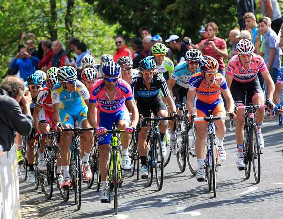 Kreuziger, Scarponi, Uran and Hesjedal start to look serious with two-kilometres left...