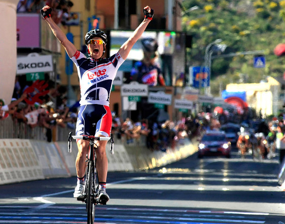 Lars Bak wins stage twelve into Sestri Levante - if ever a man deserves a stage-win it is him..!