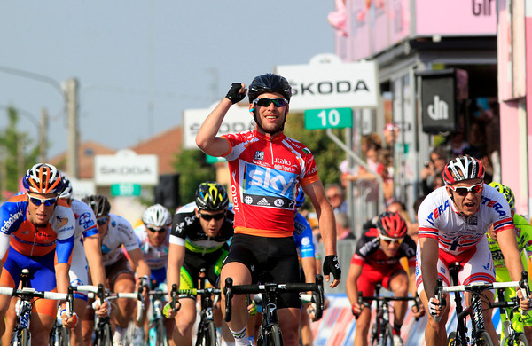 Mark Cavendish wins stage thirteen ahead of Kristoff and Renshaw
