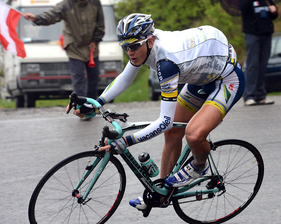 Gustav Larsson is making a mad descent of the Valcava to join the group chasing Rabottini - as is Damiano Cunego...
