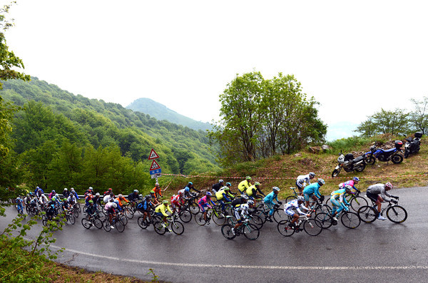 The Garmin-led peloton climbs the Valcava a few more minutes down...