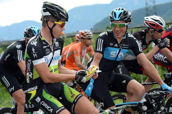 """My food is your food, friend"" - Christian Meier swaps a sticky tart for a Power Bar with Peter Kennaugh..."