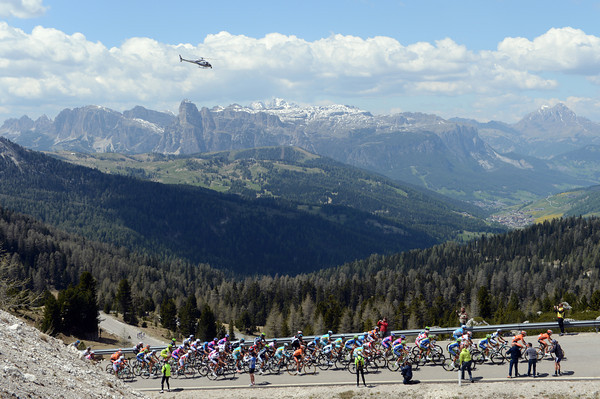 The Euskatel-led peloton reaches the summit of the Valparola about three minutes down on the escape...