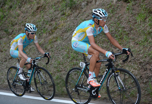 Roman Kreuziger has broken out of the peloton with Kevin Seeldraeyers - he'll go off in pursuit of Casar with another chaser, Dario Cataldo...