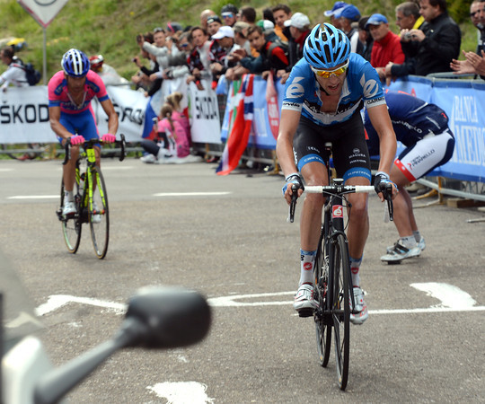 Hesjedal has dropped Scarponi - this is a decisive moment in the Giro..!