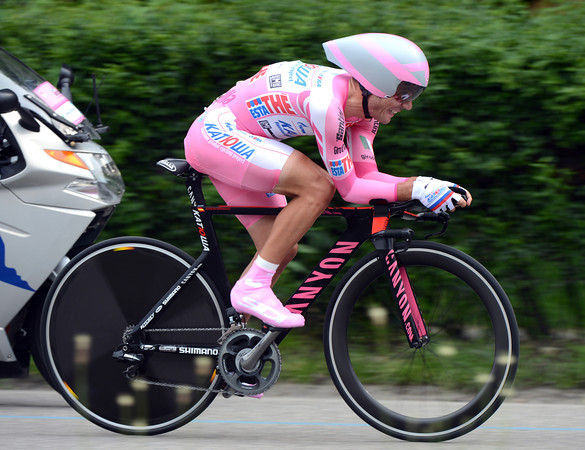 "Man in Pink, Joachim Rodriguez, finished in 26th place, 1' 26"" down - and lost his race-lead..!"