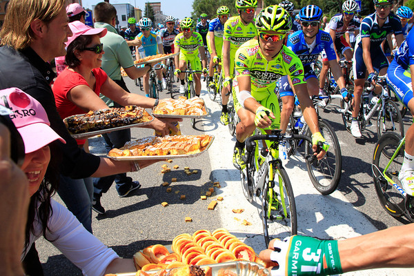 On the Giro's first real stage in Italya, there's a traditional cake-stop near Imola...