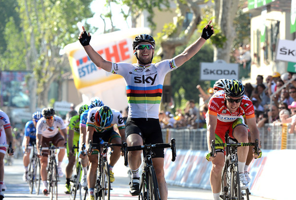 Mark Cavendish wins into Fano, it is his second stage-win of this Giro..!