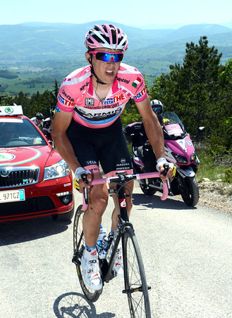 Navardauskas has been dropped on the steepest sections - he'll yo-yo for the next 50-kilometres...
