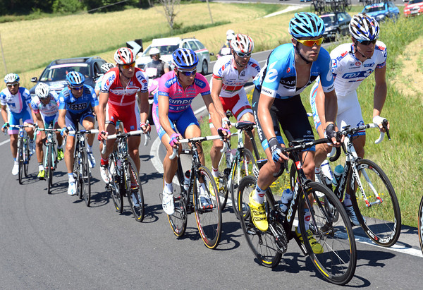 Jack Bauer is leading about fifteen men away in an escape - he might even take the Maglia Rosa if he's lucky..!