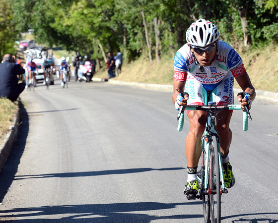 Rubiano has dropped his co-escapers on the last and steepest of all the climbs..!