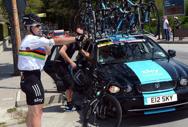 Mark Cavendish is making a temporary jersey change while his original one gets a bit of tailoring done to it...