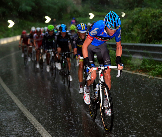 As the rain pelts down again, Ryder Hesjedal is chasing hard - and hurting Contador in the process..!