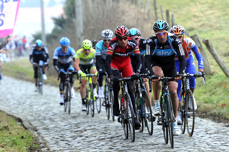 Juan Antonio Flecha leads the favourites up the Oude Kwaremont a few minutes later...