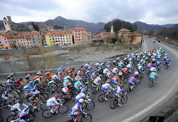 The peloton sweeps up the pass, going fast but making little progress on the deficit...