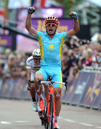 Alexandre Vinokourov wins the Mens Olympic Road Race after breaking away and then beating Rigoberto Uran..!