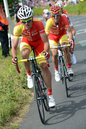 Luis Leon Sanchez and Alejandro Valverde have attacked on the last climb - they'll close-in on the two groups ahead...