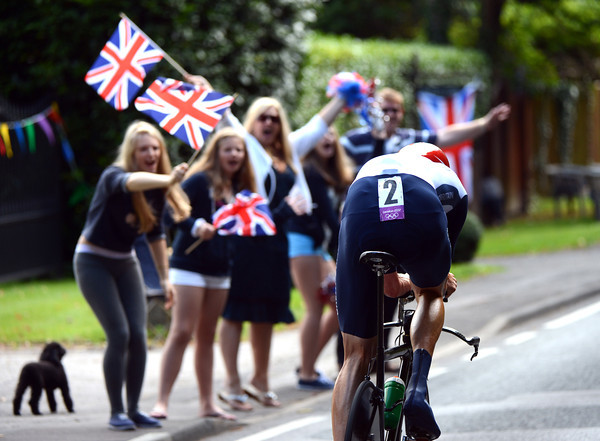 Go Wiggo! British fans cheer Wiggins along Seven Hills Road...