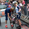 Emma Pooley changes a wheel after a flat tyre in the Brompton Road...