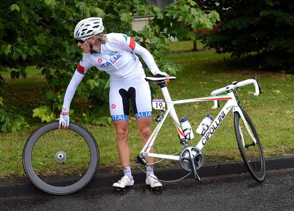 Noemi Cantele wants a quick wheel-change near Weybridge...