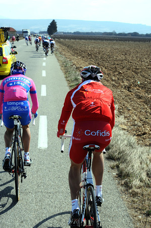 Cofidis, we have a problem - it's windy, and David Moncoutie is once again the first rider to get dropped...
